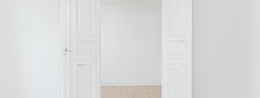 Foto van een deur die open staat